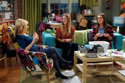 melissa_rauch_as_bernadette__kaley_cuoco_as_penny_and_mayim_bialik_as_amy