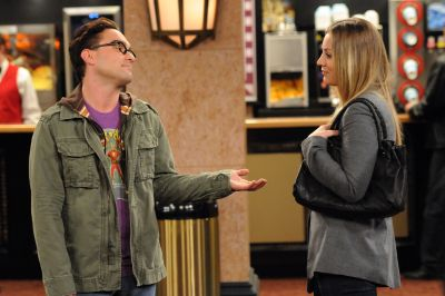 johnny_galecki_as_leonard_hofstadter_and_kaley_cuoco_as_penny2