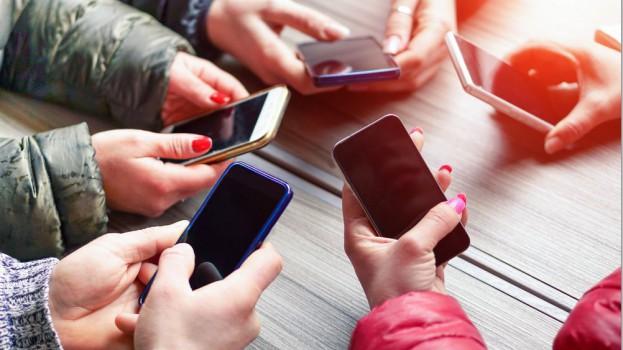 mobilePhonesShutterstock