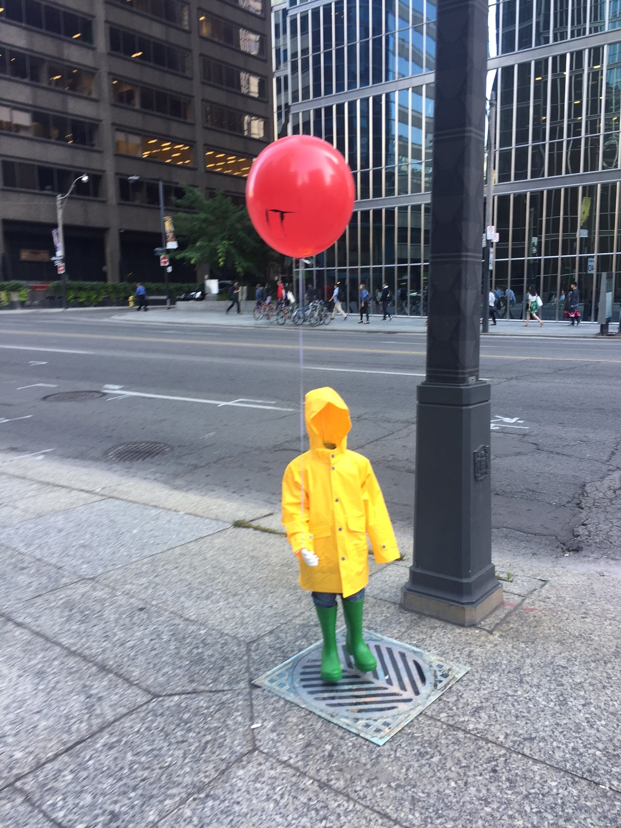 Spotted Warner Bros Canada Creeps Out Commuters 187 Media