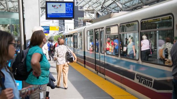 Onestop_CalgaryTransit_NetworkScreens_CityHallStation_GlobalNews (2)