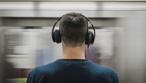 headphones-man-music-374777