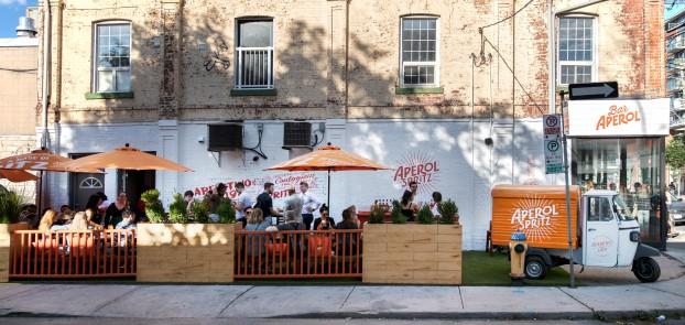 Bar Aperol Exterior